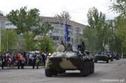 Под марш военного оркестра по Центральной улице к площади прошел парад военных частей Каспийской флотилии, строем прошли ветераны воины – афганцы и все, кто служил в горячих точках, казаки, а также военная техника